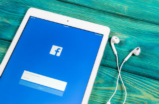 Am I a Facebook addict? 10 signs of Facebook addiction